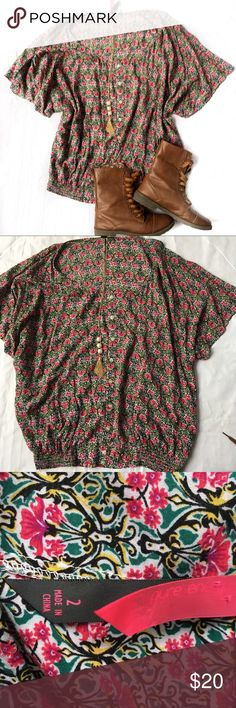 Floral plus size top size 2x Used in great condition bundle save on shipping Tops Blouses