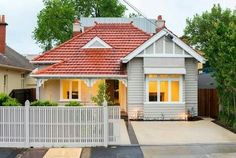 Get the best & affordable total roof restoration Melbourne wide. Call for roof restoration price or quote. House Exterior Color Schemes, Design Exterior, Exterior Paint Colors For House, Bungalow Style House, Bungalow Haus Design, House Design, Classic House Exterior, Bungalow Exterior, Exterior Homes