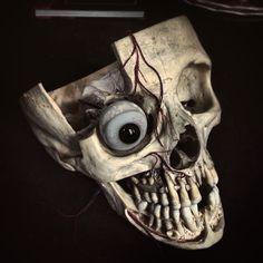 Need work again and finish this skull... #skull #crâne #schedel #realskull #prosthetics #teeths #medicalskull #tattoo #eyes #bones #osteology by sickeart
