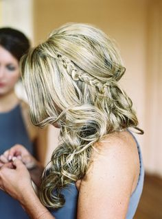Bridesmaid #hair idea. Photography: Virgil Bunao - virgilbunao.com Read More: http://www.stylemepretty.com/2015/06/09/elegant-lowndes-grove-plantation-wedding-3/