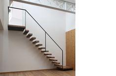 Zwevende trap met leuning, het bestaat!