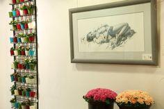 Vernissage von John Wieser bei Patricia Schwaighofer Schwaighofer Blumenhaus & Stadtgarten Obsmarktstraße 9 A- 5760 Saalfelden www.pinzgaublume.at Gallery Wall, Frame, Home Decor, Fiction, Woodland Forest, Art Pieces, Floral, Gardening, Homemade Home Decor
