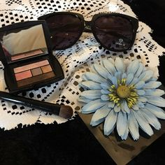 Makeup Lancôme eye shadow with a free pair of glasses pink color has been tested but other then that still like new Lancome Makeup Eyeshadow