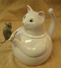 White Kitty Cat Teapot