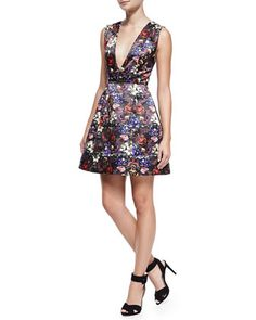 deep v floral print dress | buy it here: http://rstyle.me/n/uizzwbbzkf