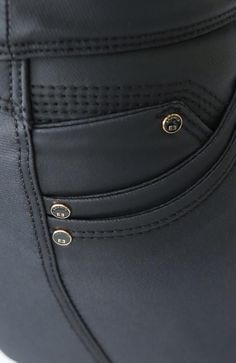 Ref: 248 JEAN SIN BOLSILLO EFECTO CUERO NEGRO – er-whitejeans Denim Jeans Men, Sexy Jeans, Sewing Jeans, Men Trousers, Equestrian Style, Look Chic, Pocket Detail, Mens Fashion, Leather
