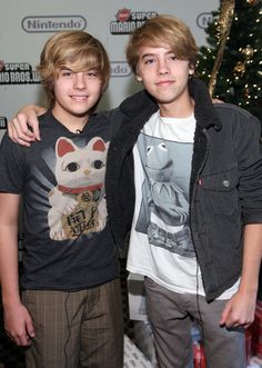 Sprouse Bros, Cole M Sprouse, Dylan Sprouse, Disney Channel Stars, Disney Stars, Zack Et Cody, Suit Life On Deck, Dylan And Cole, Naomi Scott