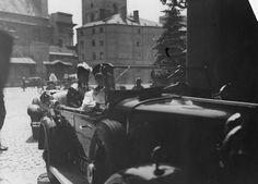 Poseł nadzwyczajny i minister pełnomocny Rumunii w Polsce Grigore Bilciurescu wjeżdża na dziedziniec Zamku Królewskiego - maj 1935 r.