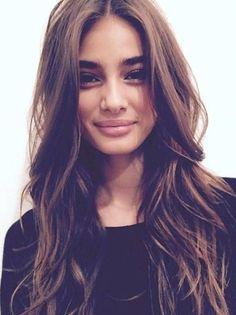 Coiffure cheveux longs ondulés hiver 2017 - Coiffure cheveux longs : 70 coupes de cheveux longs pour un look canon - Elle                                                                                                                                                                                 Plus