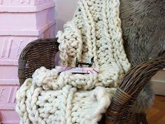 DIY tutorial: Knit a Cosy Stole with Loopy Mango Yarn  via DaWanda.com