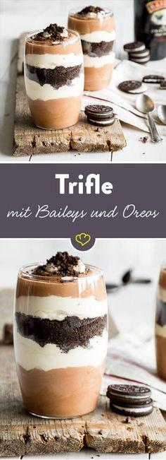 Mission: Den armen verschmähten Baileys in ein schickes Dessert einbauen. Ein bisschen Schoki (klar), etwas mehr Sahne (was soll's), ein paar Oreo-Kekse (es muss knuspern) und tadaaaa: Herausgekommen ist ein waaahnsinns Trifle der Extraklasse.