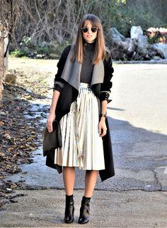#skirt #midi #falda #plisada #midi #plata #abrigo #coat #lapels #solapas #negro #gris #black #grey #style #streetstyle #ookfortime #look #ootd