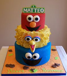 Elmo, Big Bird and Cookie Monster. Obv. I would change to Adveya. Wishful thinking, I would never successful make a cake like this.. hahah. #sesamestreet #cakes