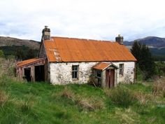 Past Lives: 10 Tales of Abandoned Crofting Communities in the Scottish Highlands Stone Cottages, Cottages By The Sea, Stone Houses, Small Cottages, Abandoned Buildings, Abandoned Places, Ancient Buildings, Scottish Cottages, Beautiful Ruins