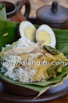 Diah Didi's Kitchen: Resep Nasi Liwet Solo Komplit Raw Food Recipes, Asian Recipes, Cooking Recipes, Healthy Recipes, Ethnic Recipes, Asian Foods, Rice Recipes, Cooking Time, Recipies