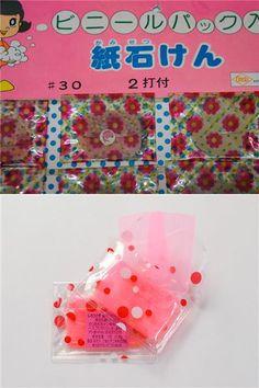 駄菓子屋さんで売ってた紙石鹸 。もっと前からあった気もするけど、どうなんでしょ…。女の子は今も昔もピンクが大好き!だから使わなくてもただただ欲しいのね。^^;   ☆Pink paper soaps sold at 'dagashi-ya' (mom-and-pop candy stores) Japan, since circa 60's as far as I remember. Girls will always love pink!