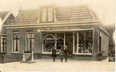 Drogisterij in winkel wat later de winkel werd van buurman De Lange.