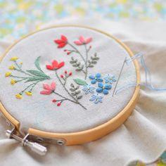 1,008 отметок «Нравится», 14 комментариев — アトリエ*ノート (@tomo_atelier) в Instagram: «Cross stitching is also good, but I love flower embroidery! . クロスステッチもいいけれど、やっぱり花の刺繍が大好き! #刺繍…» #FlowerEmbroidery