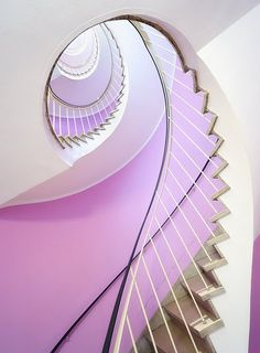 Lilac walls and spiral staircase. #home_decor