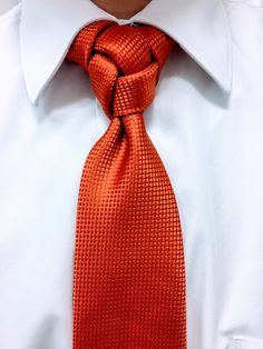 Ok I know that you will either love it or hate it but this fancy necktie knot I am calling the Atomic knot...for lack of a better name