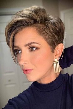 35 Trendy Short Pixie Haircut for Thick Hair - Page 25 of 35 - Fashion Lifestyle. short pixie 35 T Girls Short Haircuts, Short Hairstyles For Thick Hair, Short Straight Hair, Short Hair Cuts For Women, Curly Hair Styles, Pixie Haircut For Thick Hair Wavy, Popular Short Hairstyles, Women Pixie Haircut, Haircut For Older Women