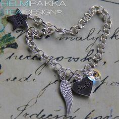 Amulettirannekoru Sisko tekstisydämellä ja kirkkaalla Swarovskin kristallisydämellä <3