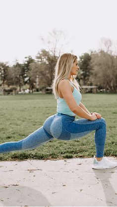 Athlete, Whitney Simmons working out in the Flex leggings in blueberry.