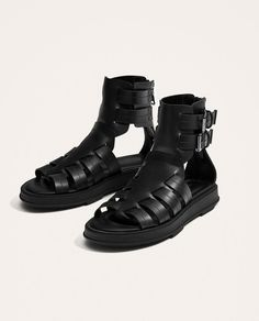 Image 4 of BLACK ROMAN SANDALS from Zara