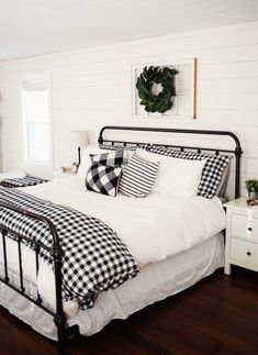 the joy of hygge: 6 ways to create a cozy winter bedroom - DIY Home Decor For Apartments! - - the joy of hygge: 6 ways to create a cozy winter bedroom - DIY Home Decor For Apartments! Farmhouse Style Bedrooms, Farmhouse Master Bedroom, Farmhouse Bedroom Furniture, Black Bedroom Furniture, Country Bedrooms, Home Design, Interior Design, Design Ideas, Diy Interior