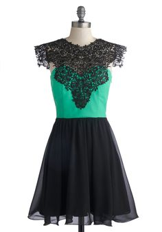 Drumroll, Please Dress. Want to make a major entrance at your next soiree? #black #prom #modcloth