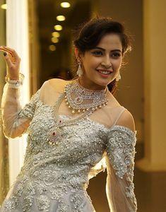 Facts N' Frames-Movies Nice Dresses, Girls Dresses, Senior Girl Poses, Indian Beauty Saree, Hot Dress, Hot Outfits, Beautiful Indian Actress, India Beauty, Indian Girls