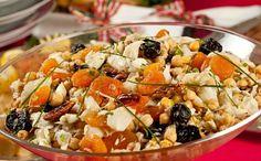 Salada natalina de bacalhau com grão-de-bico e frutas secas
