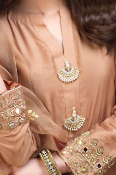 Neck Designs For Suits, Sleeves Designs For Dresses, Dress Neck Designs, Neckline Designs, Simple Pakistani Dresses, Pakistani Bridal Dresses, Pakistani Dress Design, Pakistani Outfits, Fancy Dress Design