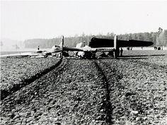 Photobibliothek.ch - Bombardierung der Brücke Diessenhofen 1944 Railroad Tracks, Storage Sheds, World War Two, Train Tracks