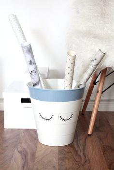 Ikea Hack: Vom Mülleimer zum Geschenkpapierhalter