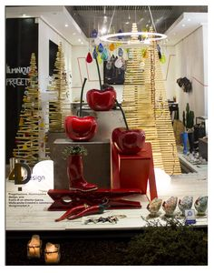 Christmas - #shopwindow #cermic #cherry #madeinitaly #red #wood #glass #light #visual #madeinitaly #4design #verona