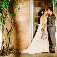 Bianca + Marcos | This wedding featured in the most romantic brazilian wedding blog Lapis de Noiva | Audrey Hepburn wedding gown in natural fiber lace from A MODISTA atelier