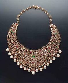 An heirloom polki necklace by Amrapali Jewels, Jaipur. Shop for your wedding jewellery with Bridelan - a personal shopper & stylist for weddings. Website www.bridelan.com #Bridelan