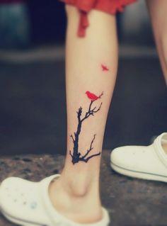 black-tree-red-bird-tattoo-on-the-leg.jpg (376×509)