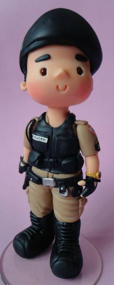 Bonequinho policial personalizado para topo de bolo ou homenagem.