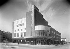 Odeon Cinema, Westborough, Scarborough, North Yorkshire First cinema I ever visited.it's an Art Deco marvel. Bauhaus, Cinema Architecture, Architecture Details, British Architecture, Amsterdam, Streamline Moderne, Art Deco Buildings, Building Art, Chrysler Building