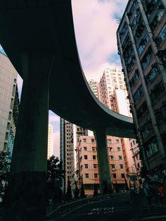 Highway between Sai Ying Pun palaces in Hong Kong, China | FourStars Stage in Cina by @lorenzabr