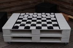 Pallet chess or draughts table | 1001 Pallets