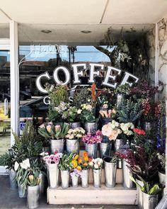 25 Wild & Wonderful Floral Shops From Around the World Flower Shop Decor, Flower Shop Design, Flower Cafe, Flower Truck, Florist Shop Interior, Flower Shop Interiors, Coffee Flower, Flower Boutique, Flower Stands