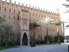 Colegio Teresiano, werd gebouwd tussen 1888 en 1889.