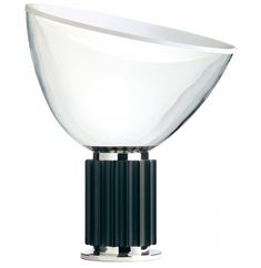 The table lamp Taccia Glass de Flos is one of the creations of Castiglioni, an Italian designer of the century. It is a table lamp for interiors. Information and prices of the Taccia de Flos lamp in NAHARRO