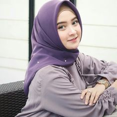Pin Image by Amercan Joss Muslim Fashion, Hijab Fashion, Girl Fashion, Womens Fashion, Muslim Girls, Muslim Women, Hijab Turkish, Indonesian Women, Beautiful Hijab Girl