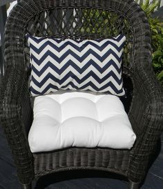 Indoor / Outdoor Wicker Cushion And Rectangle / Lumbar Pillow Set   Solid  White Cushion U0026 Navy / Dark Blue And White Chevron Lumbar Pillow