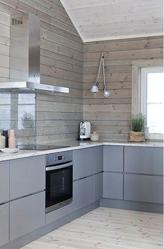 Invierno en una casa de madera en Noruega. ¡Qué habitación más cálida! Más