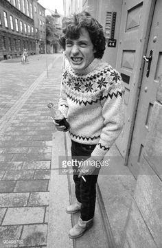 90498782-angus-young-from-ac-dc-posed-in-a-copenhagen-gettyimages.jpg (388×594)